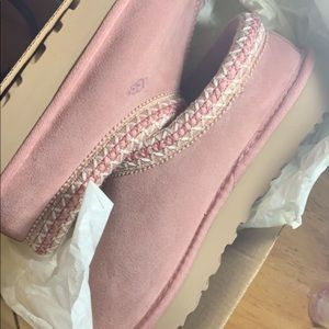 Selling brand new never worn pink ugg slippers